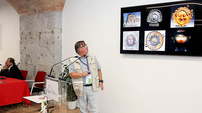 Los restos de la gorgona fueron protagonistas ayer en la Conferencia Calpe