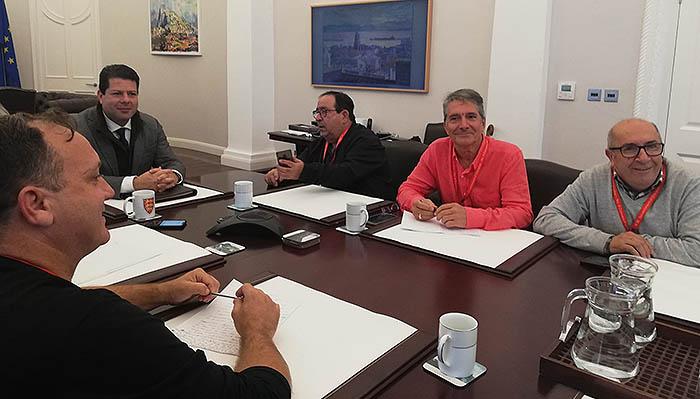 Los dirigentes de Ascteg, con Picardo en su despacho