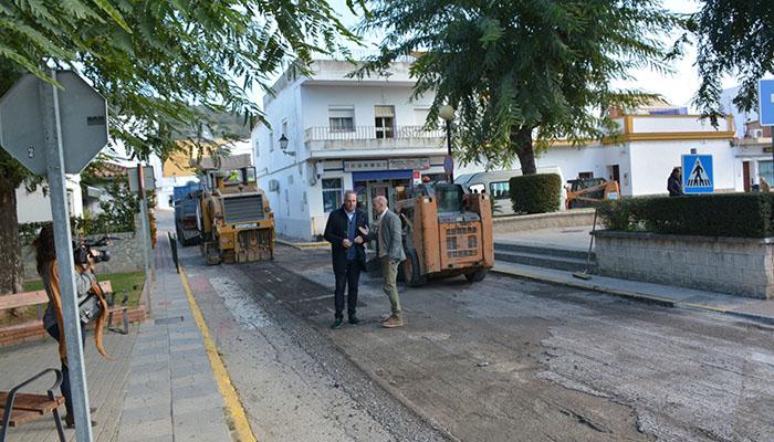Asfaltado en la plaza San Bernardo de la Estación de San Roque