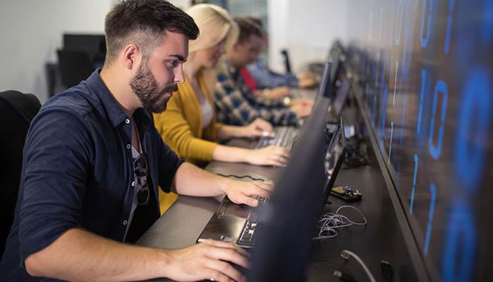 Aula de formación digital en Reino Unido