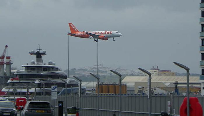 Llegada de un vuelo a Gibraltar.