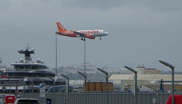 Imagen de la llegada de uno de los vuelos de la compañía aérea