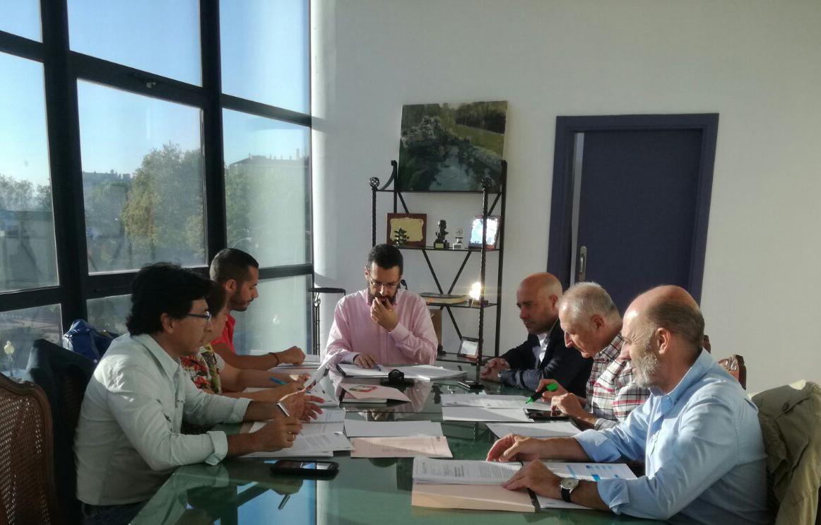 Imagen de la reunión celebrada en el Ayuntamiento de La Línea