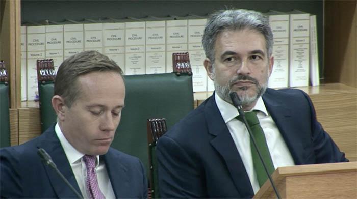 Azopardi, a la derecha, en un debate parlamentario