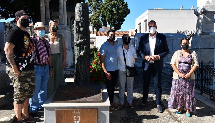 Imagen de la escultura en el cementerio de San Miguel. Foto: Multimedia