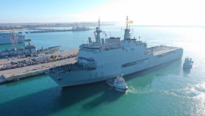 """El BAA """"Castilla"""", llegando esta mañana al muelle de la base de Rota. Foto: Cuartel General de la Flota"""