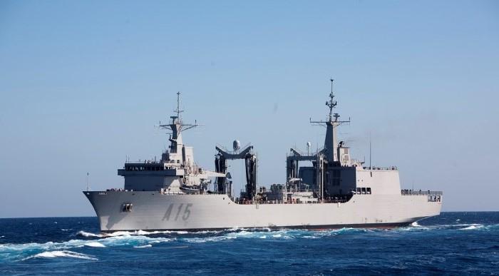 El 'Cantabria', en una imagen de archivo, uno de los buques afectados. Foto ARMADA