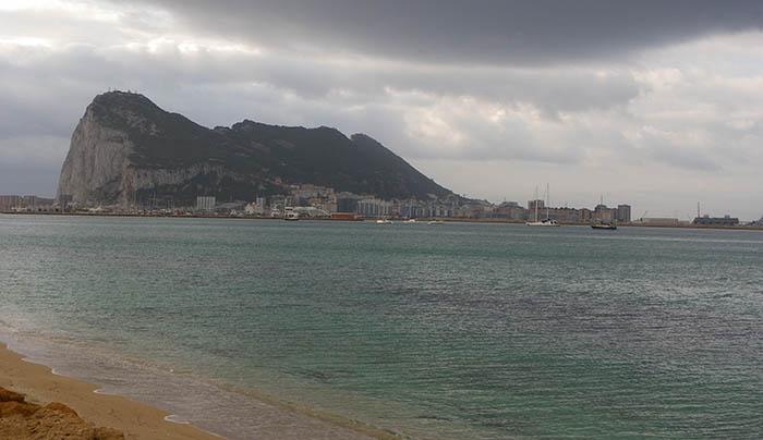El Peñón de Gibraltar, al fondo de la Bahía de Algeciras. Foto NG