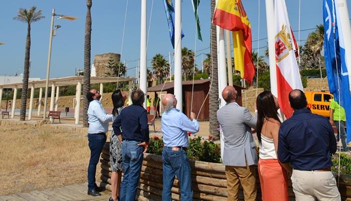 Las playas de San Roque mantienen sus banderas azules