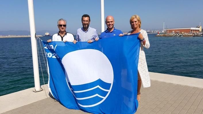 El alcalde, Juan Franco, junto a responsables de 'Alcaidesa Marina'