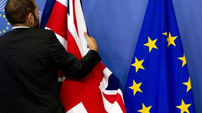 Banderas Reino Unido y Unión Europea