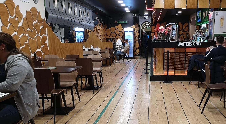 Tampoco se requerirá mascarillas en el interior de bares y restaurantes. Foto NG