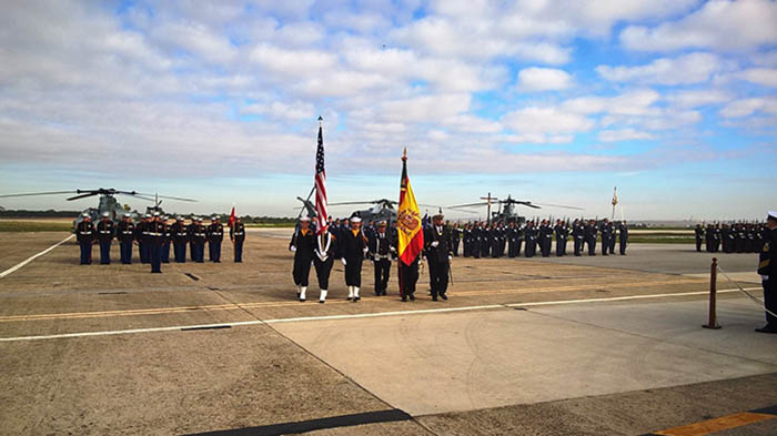 Momento de la parada militar, esta mañana, en la base de Rota. Foto Cuartel General de la Flota