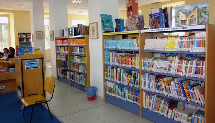 Una de las bibliotecas de la red de San Roque