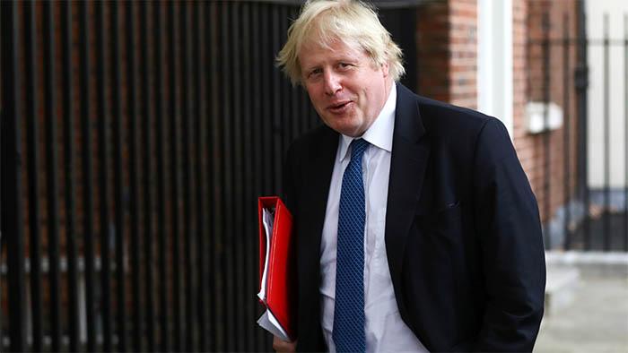 Boris Johnson gana la primera votación