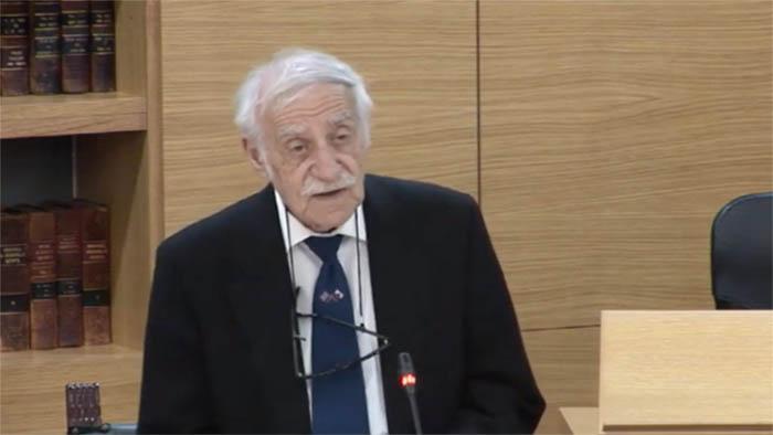 Joe Bossano en el Parlamento de Gibraltar