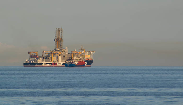 Buque perforador Stena Drillmax frente a la costa de Gibraltar. Foto Verdemar