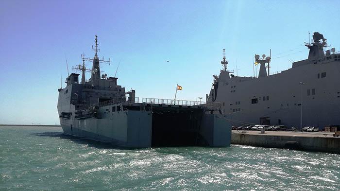 Buques anfibios de la Armada, atracados en la base de Rota. Foto LR