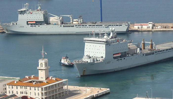 Buques anfibios en el puerto de Gibraltar