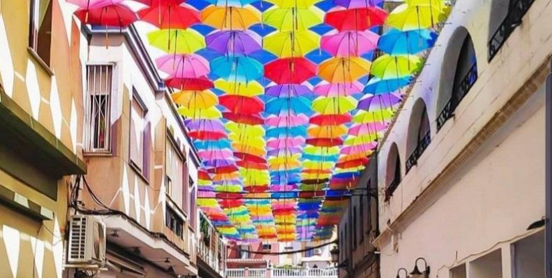 Un momento de la ahora conocida 'Calle de los Paraguas'