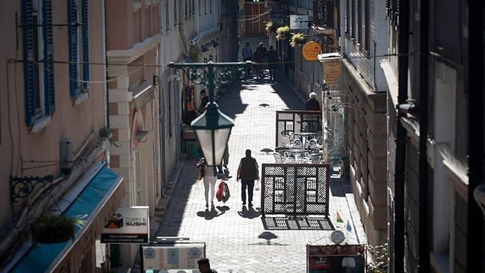 Una de las calles del centro de Gibraltar. Foto Sergio Rodríguez