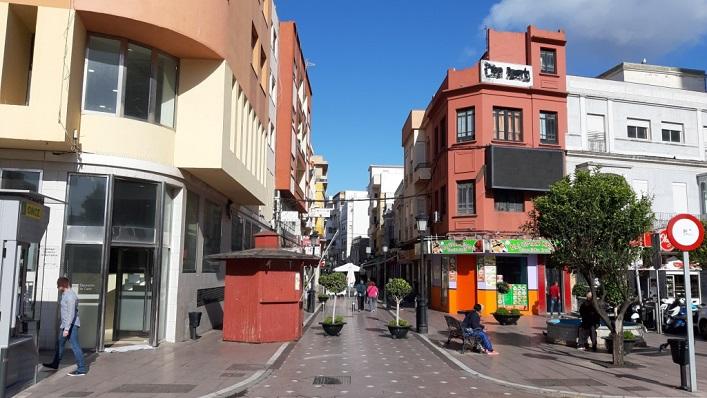 Una céntrica calle de La Línea. Foto: NG