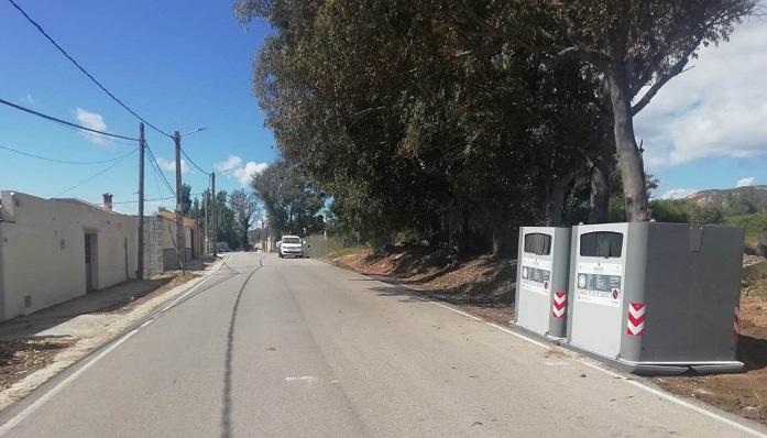 Dos contenedores ubicados en el Camino de Estepona de La Línea