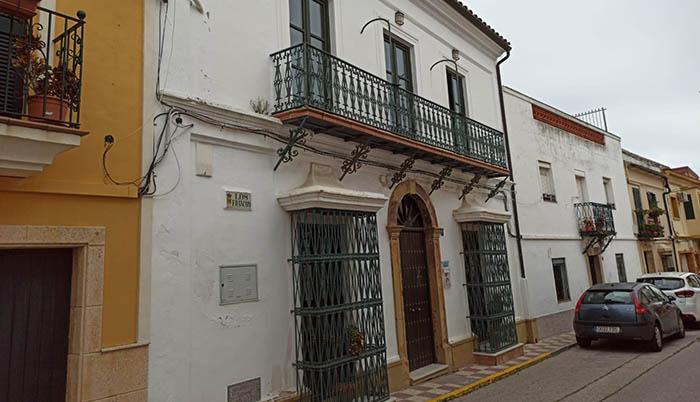 Fachada de la casa donde vivió González de la Vega. Calle Los Francos, villa de Los Barrios