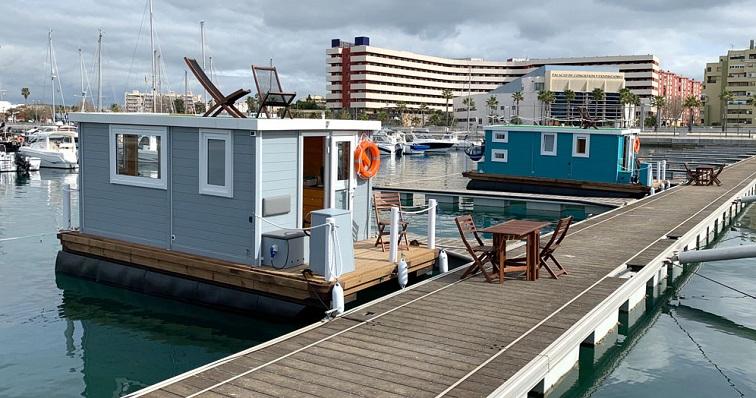 Varias casas flotantes en el Puerto Deportivo de Alcaidesa