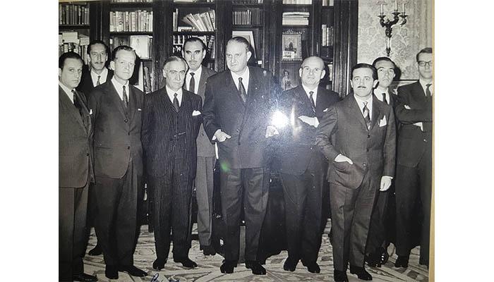 Fernando Olivié, primero a la derecha, en el equipo del entonces ministro Castiella (en el centro de la imagen). Foto NG