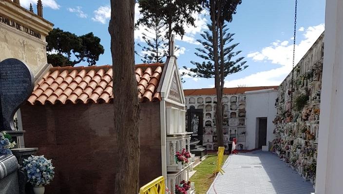 Una foto del interior del Cementerio Municipal de La Línea