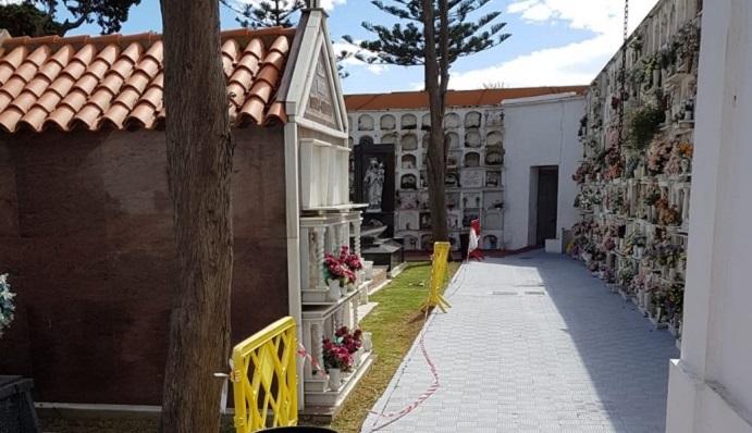 Interior del Cementerio Municipal de La Línea. Foto. NG