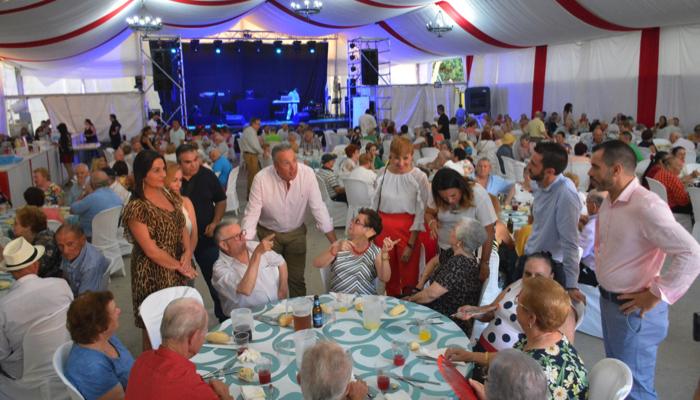 Mas de 400 personas se dieron cita en la tradicional comida de la Feria de San Roque
