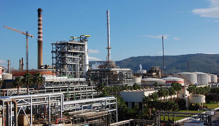 Imagen de archivo de la refinería de Cepsa