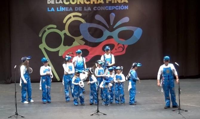 Una agrupación infantil durante el Carnaval de La Línea de 2019