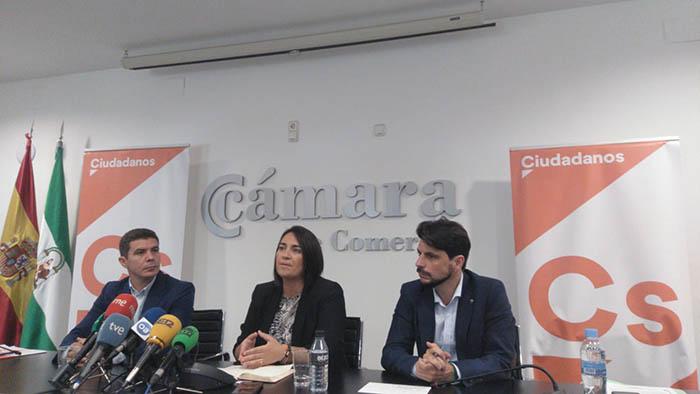 Los representantes de Ciudadanos durante su encuentro con los medios algecireños