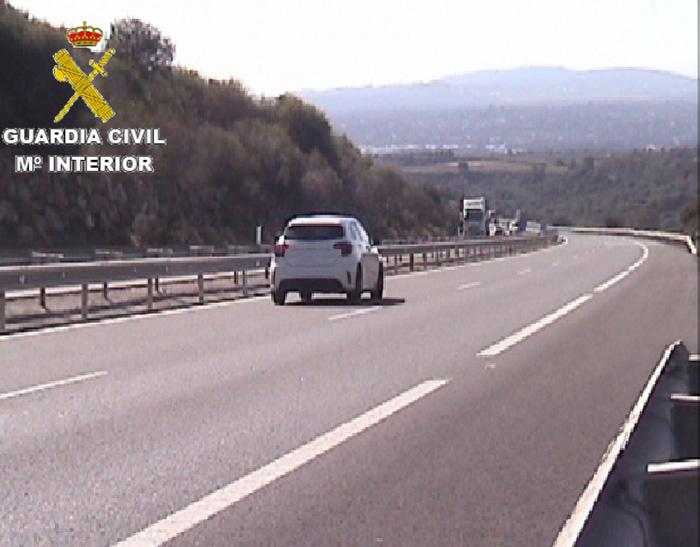 Imagen del vehículo facilitada por la Guardia Civil