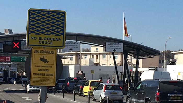 Miguel Tornay culpa al PP de las colas a la entrada y salida de Gibraltar