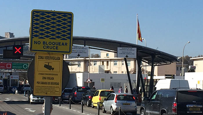 Paso por la verja de Gibraltar. Foto NG