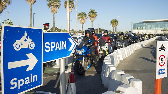 Colas de salida a España en la frontera de Gibraltar. La foto es de InfoGibraltar