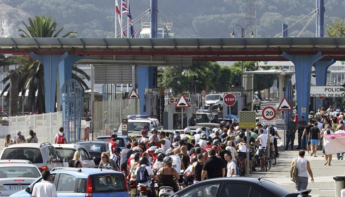 Aspecto de las colas en el paso entre La Línea y Gibraltar