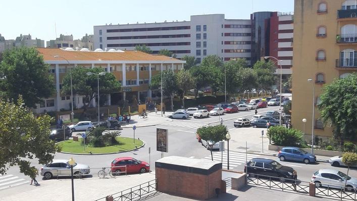 El CEIP 'San Felipe' de La Línea, justo detrás de la rotonda