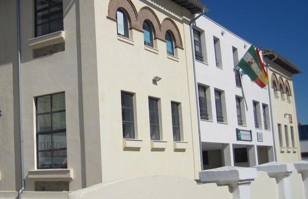 La entrada principal del Colegio 'Santiago' de La Línea