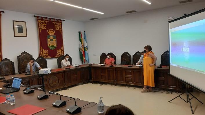 Un momento de la comisión de seguimiento celebrada esta mañana. Foto: lalínea.es