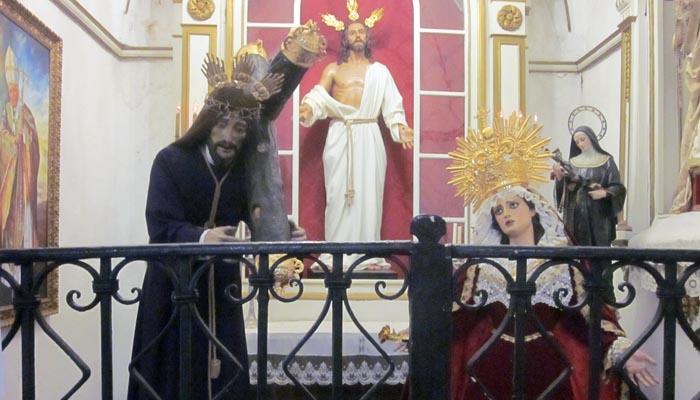 Imagen inédita de las figuras del Nazareno y Virgen de los Dolores compartiendo capilla con las habituales de la parroquia