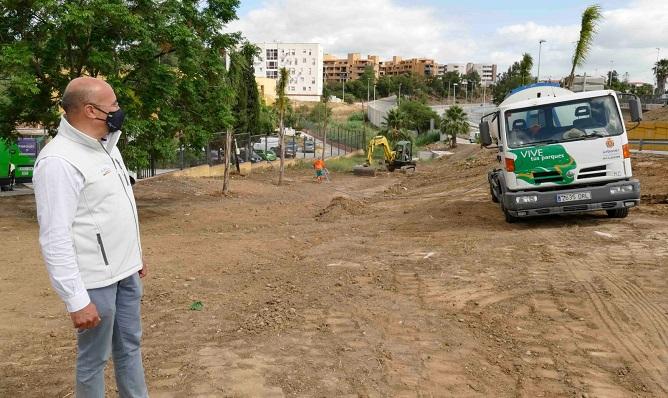 El concejal Ángel Martínez supervisando los trabajos. Foto: algeciras.es