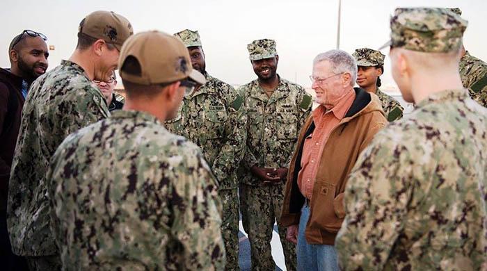 El presidente  del Comité de Servicios Armados del Senado USA, James Inhofe, durante su visita a Rota. Foto: US Navy / Benjamin A. Lewis