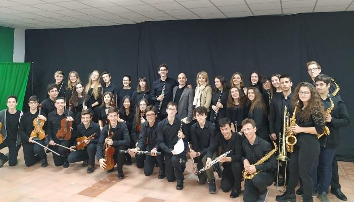 Fotografía de Pintor y Guill con parte de los alumnos del Conservatorio
