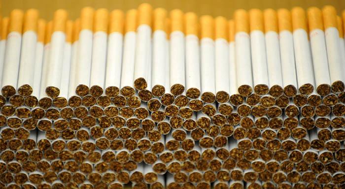Cigarrillos en proceso de empaquetado