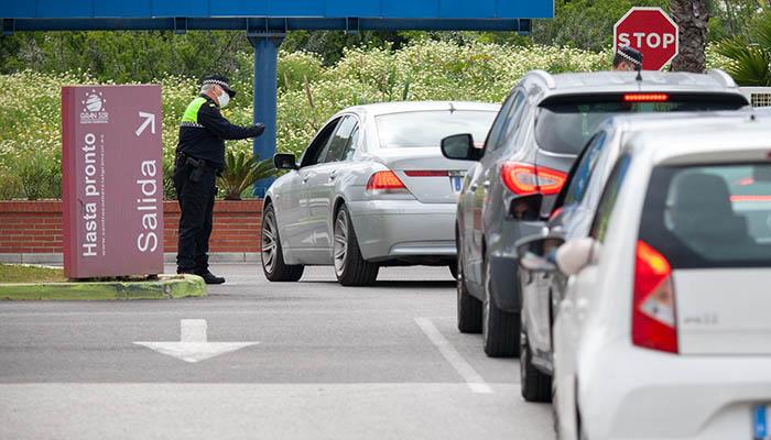 Control de Policía por las medidas de confinamiento. Foto Sergio Rodríguez.